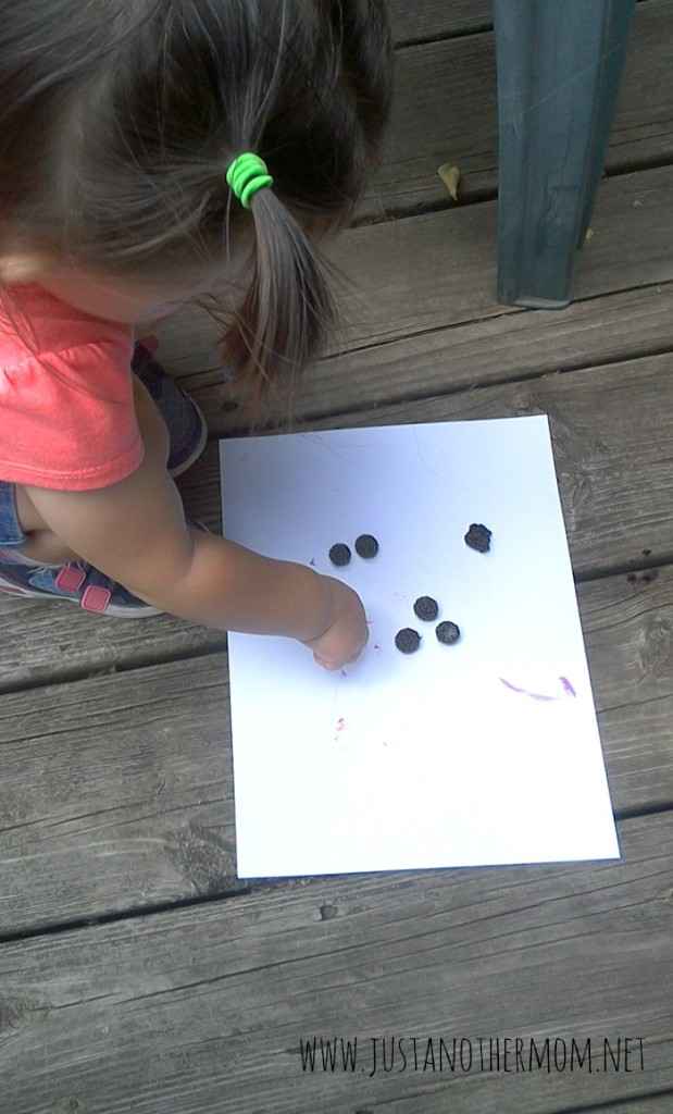 natural fingerpainting with blackberries