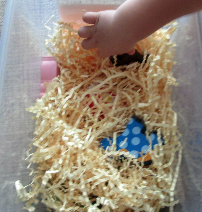 farm sensory bin play 2