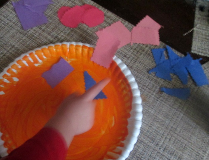 paper plate pumpkin assembly