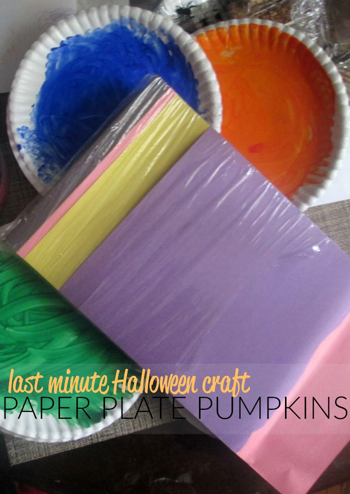 Fine motor skills, shape recognition, and colors combine in this last minute Halloween activity! Will you make paper plate pumpkins with us?