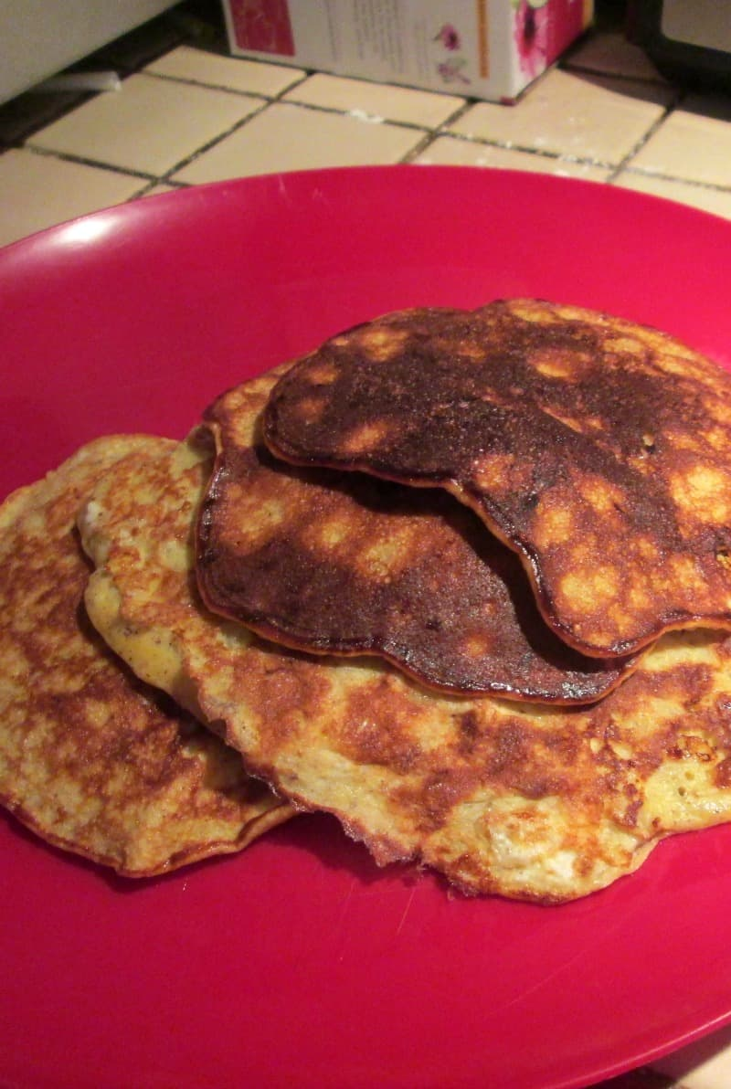 flour free banana cinnamon almond pancakes