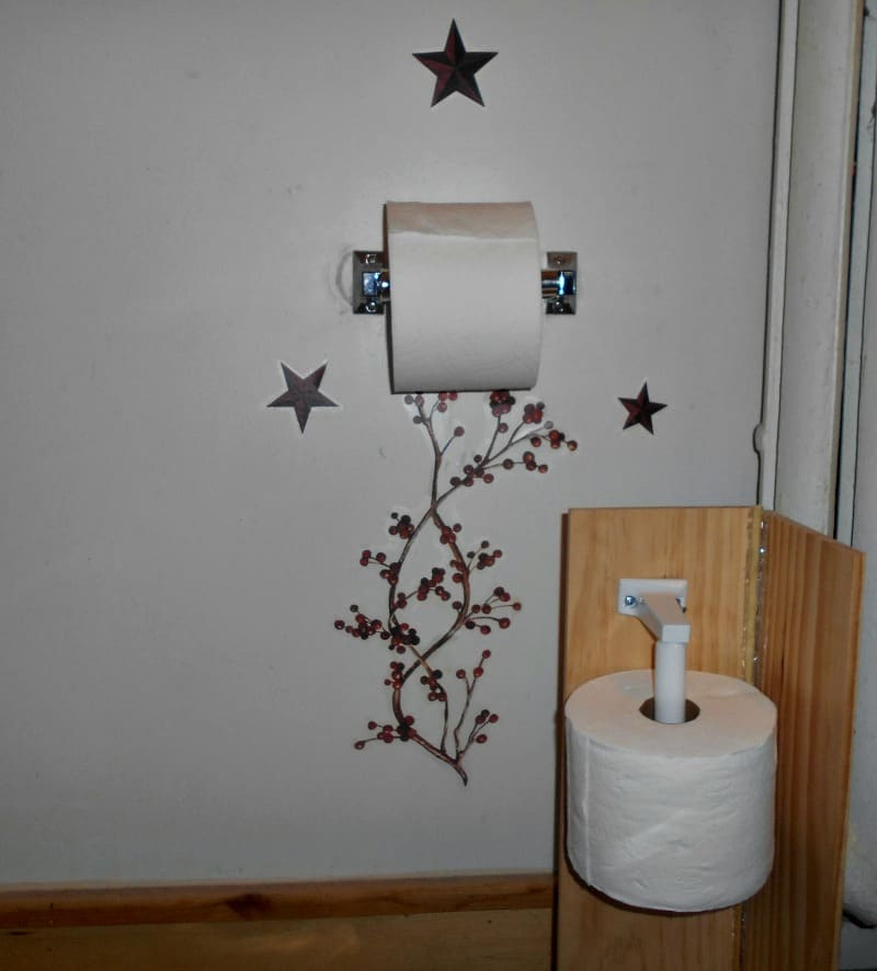closer view of the diy toilet paper holder