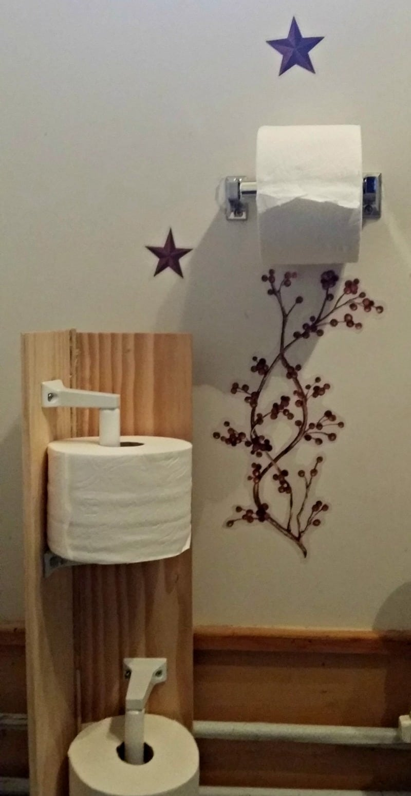 plain view of the diy toilet paper stand