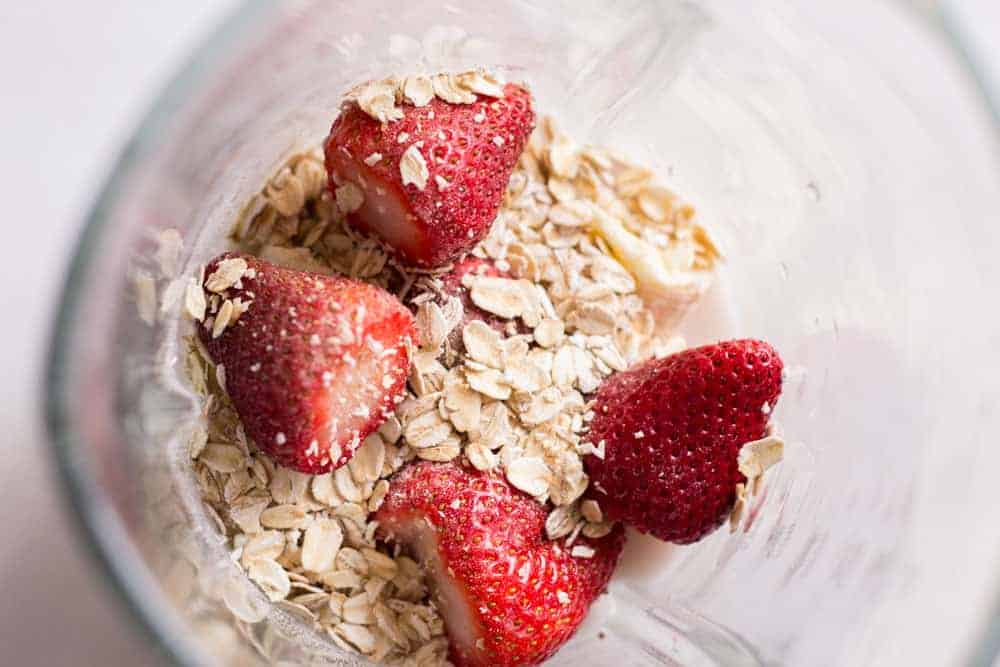 Delicious and Healthy Strawberry Oatmeal Smoothie Recipe 3