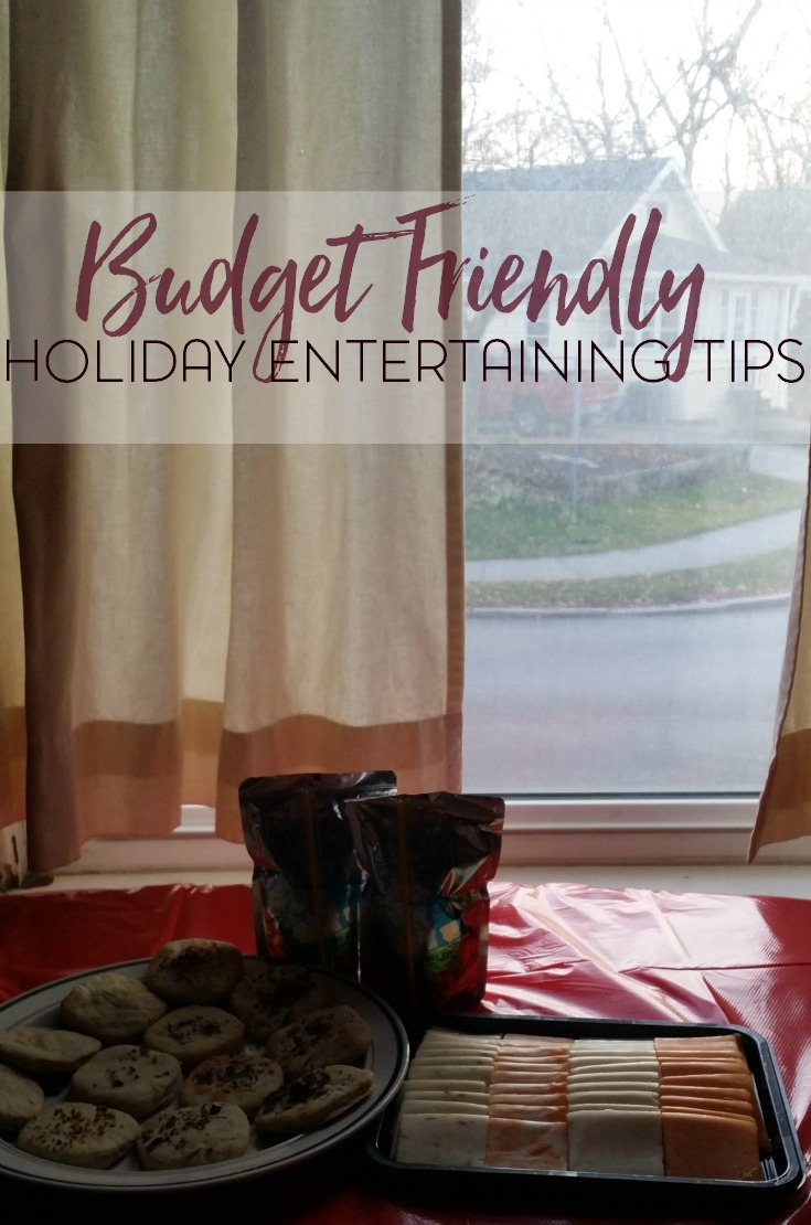 Entertaining on a budget? No problem! Try some of these budget friendly entertaining tips for your next holiday gathering. #NaturallyCheesy #cbias AD